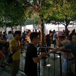 A Huawei powerbankot ad az iPhone Xs-re várakozóknak