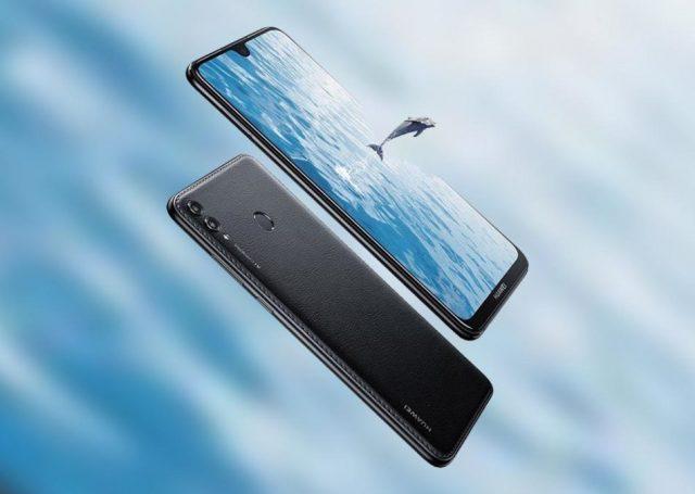 Bőrhátlapos óriáskijelzős Huawei-ek debütáltak