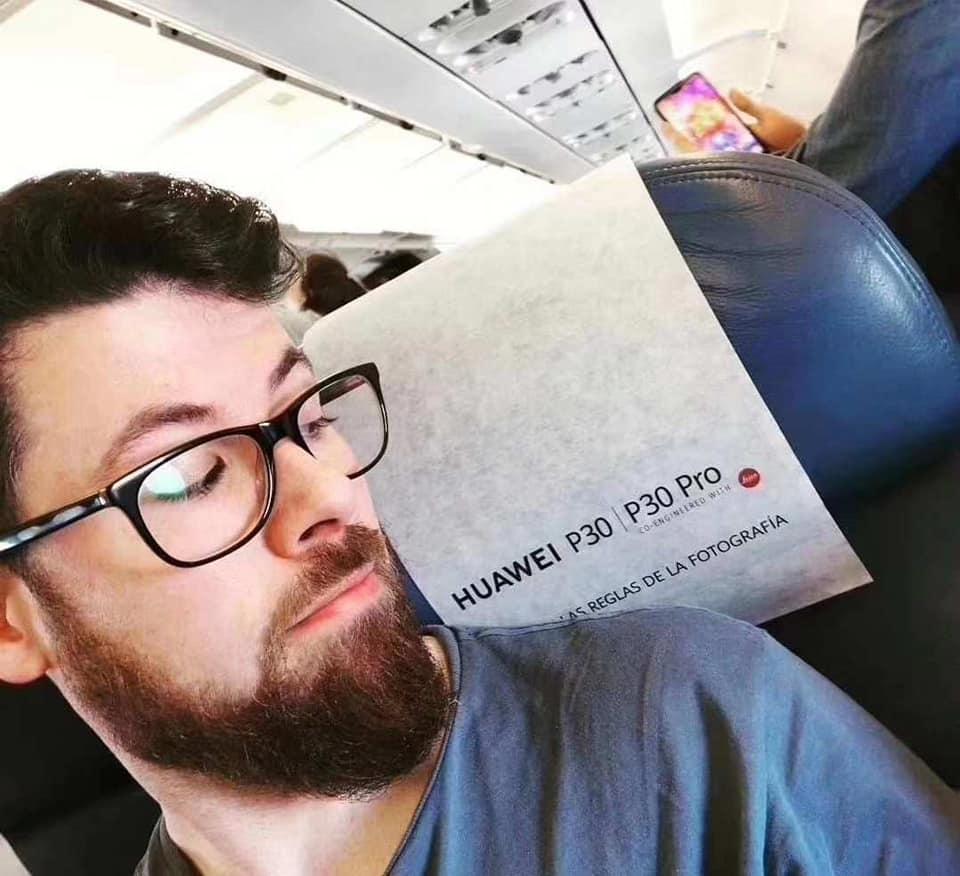 Ilyen a Huawei P30 repülőjárat