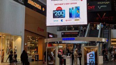 Újabb Huawei reklám egy Samsung üzlet előtt