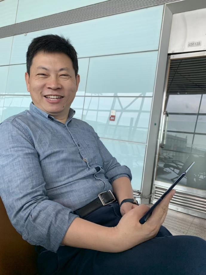 Richard Yu már a Mate X-et használja