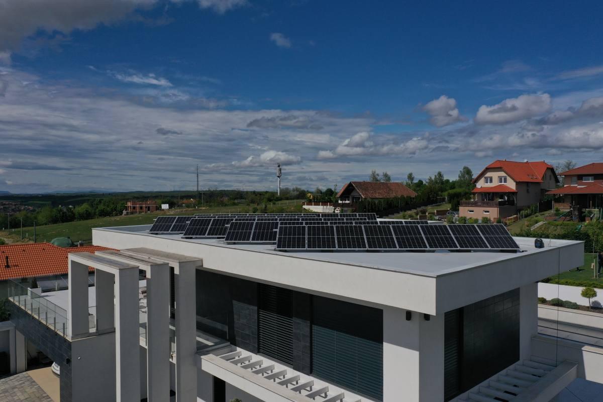 A tetőtéri tűzeseteket akadályozza meg a Huawei új napelemes fejlesztése